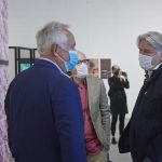 """Nieoficjalne otwarcie wystawy """"Jak pokroić cytrynę?"""" wgalerii Salon Akademii Koneser. autor zdjęcia Adam Gut."""